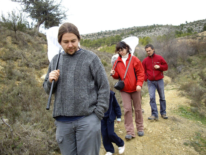 Voluntarios durante el muestreo de libélulas