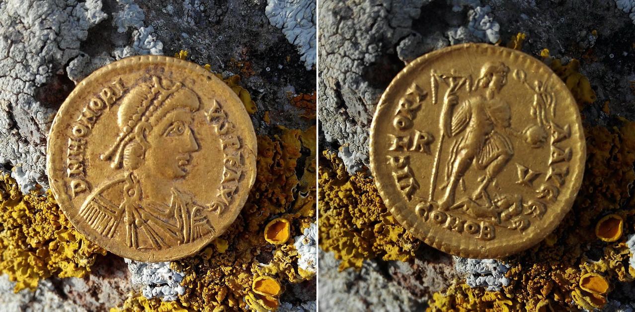 Sólido de Honorio encontrado por miembros de ANSE y entregado a la Administración (Jacinto Martínez Ródenas/ANSE)