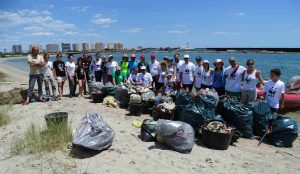 VOLUNTARIOS BASURA CALETA ESTACIO