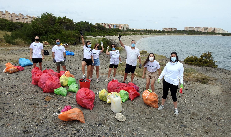 Limpieza de playa Puerto Mayor
